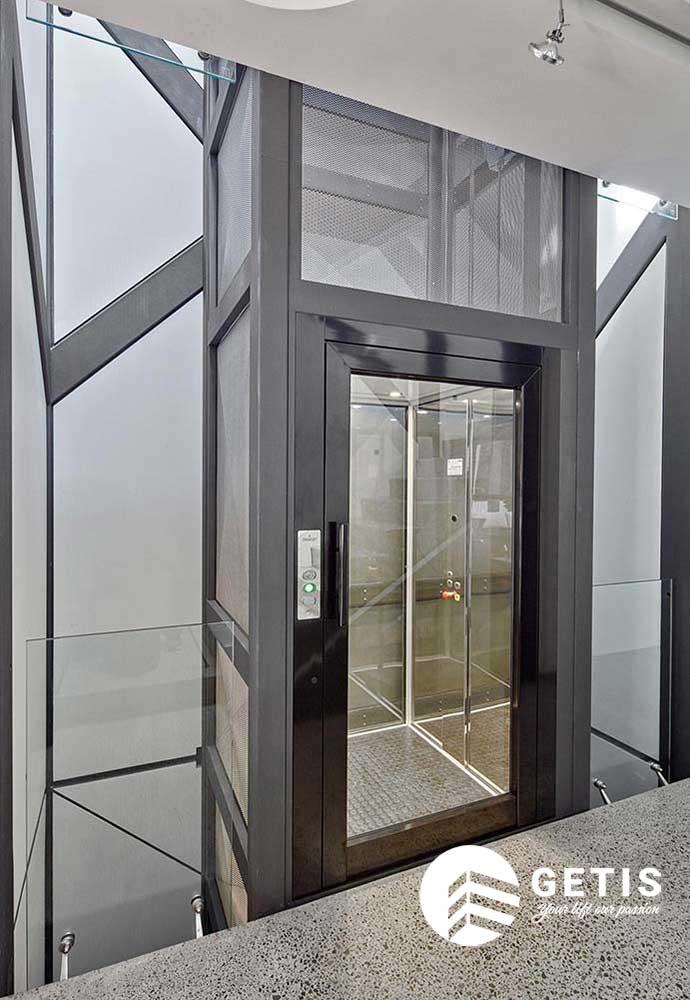 thang máy thiết kế tối giản diện tích thẩm mỹ cao
