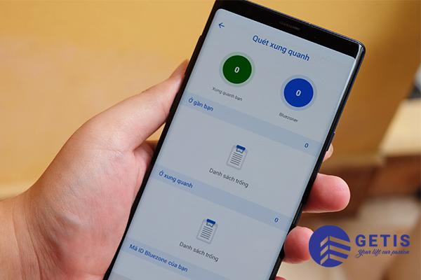 Bluezone sẽ nhận biết và ghi lại các tiếp xúc của người dùng với những người sử dụng Bluezone trong phạm vi từ 1-10m. Và ứng dụng sẽ gửi thông báo cho bạn trên điện thoại