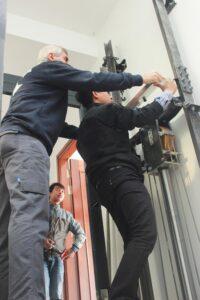 Lắp đặt khung thép thang máy gia đình