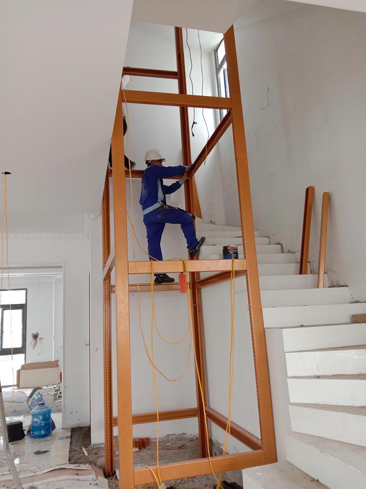 Lắp đặt khung thép thang máy gia đình getis