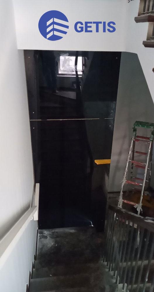Thang máy gia đình vách kính tại Vinhomes